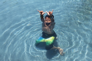 """Mom, check me out. Take a pic.. """"shaka brah,"""" from Kodee."""