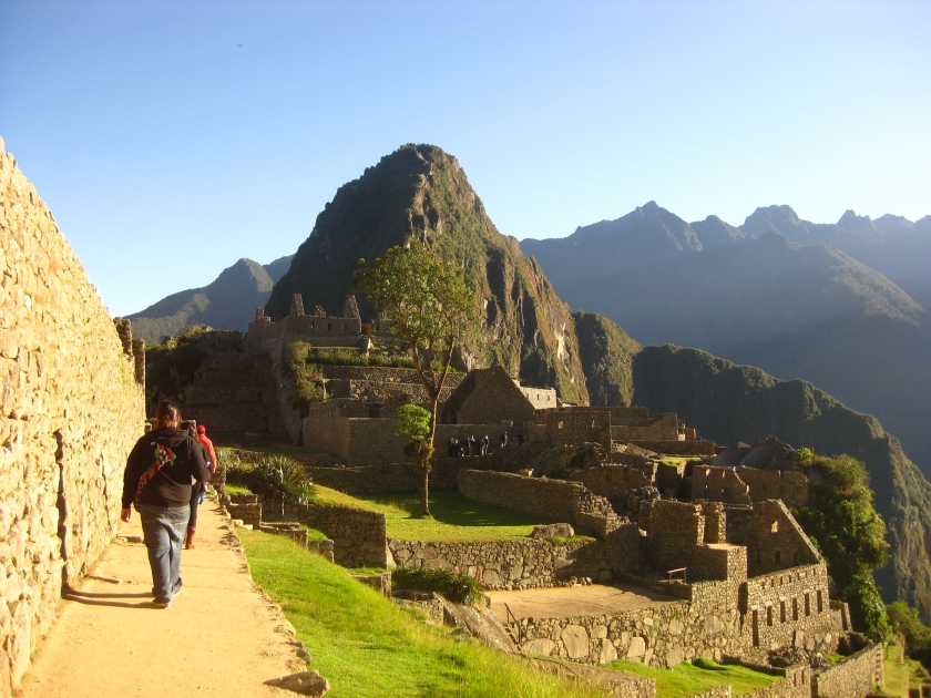 Walking towards Wayna Picchu