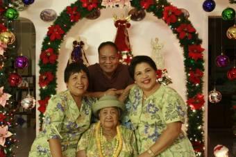 Mom, Dad, Lola & Auntie Linda, Christmas, 2006
