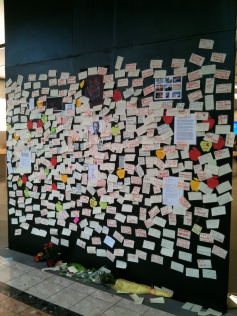 Steve Jobs' condolences on the Apple store wall. St. Louis, Missouri, 2011.