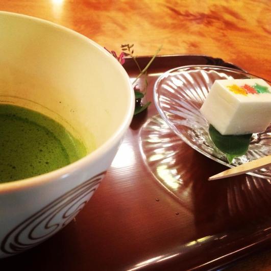 matcha and wagashi at hachimangu